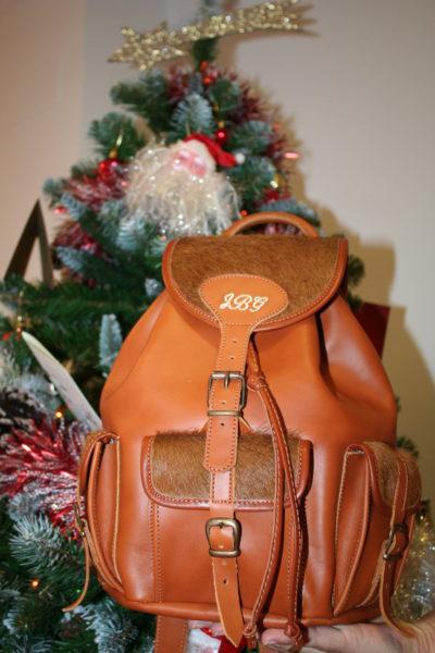 mochila de piel, mochila personalizada, comprar mochila, mochila rociera, mochila de cuero, mochila con iniciales, regalos originales para mujeres
